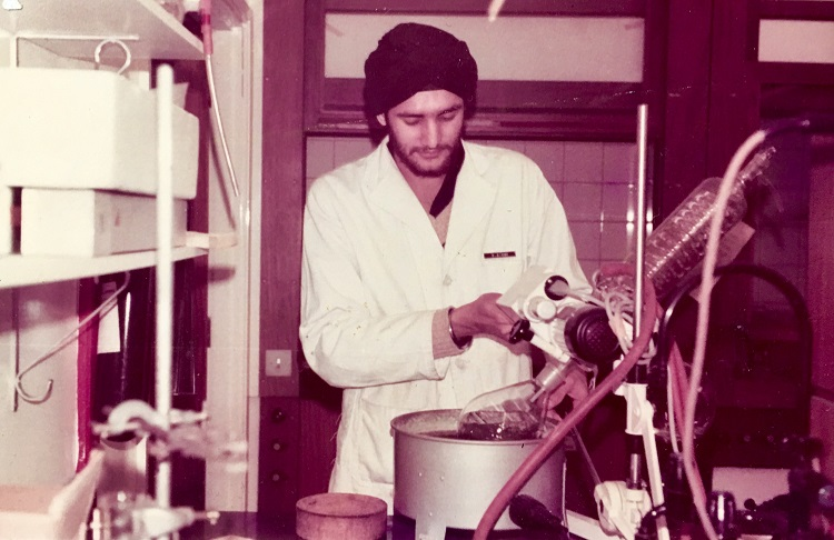 In-the-lab-for-final-year-project-at-University-of-Liverpool-in-1979.jpg
